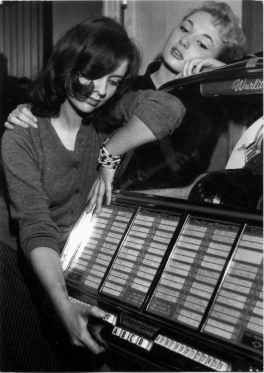 jukebox girls postcard -001